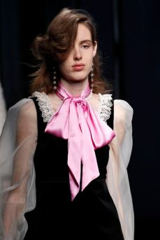 gucci pink bow