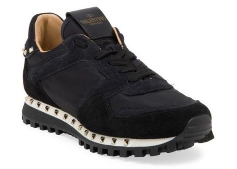 black_sneakers-e1521566858547.jpg