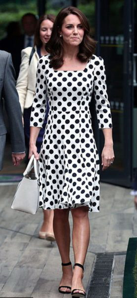 We can always count on Princess Kate to show us how a dress should fit, always chic and flattering.